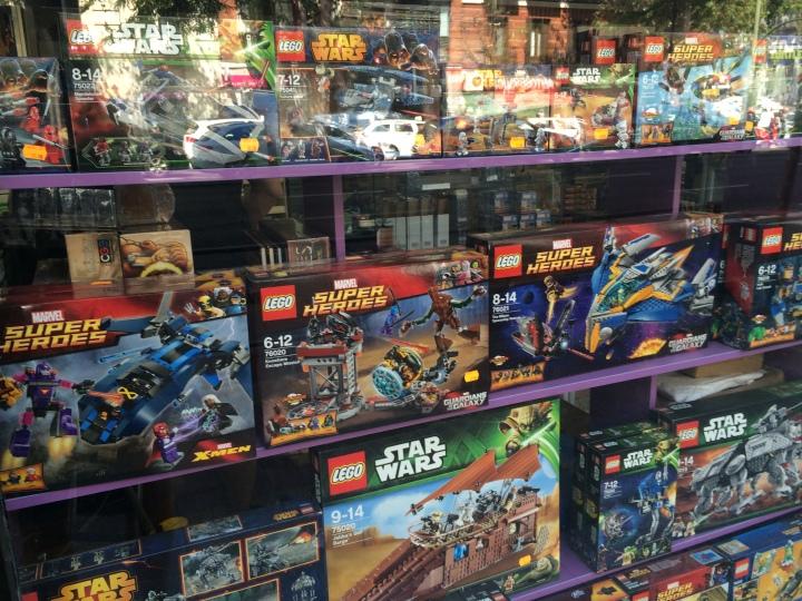 Lego ha logrado convertirse en el primer fabricantes de juguetes del mundo gracias a sus grandes esfuerzos de marketing